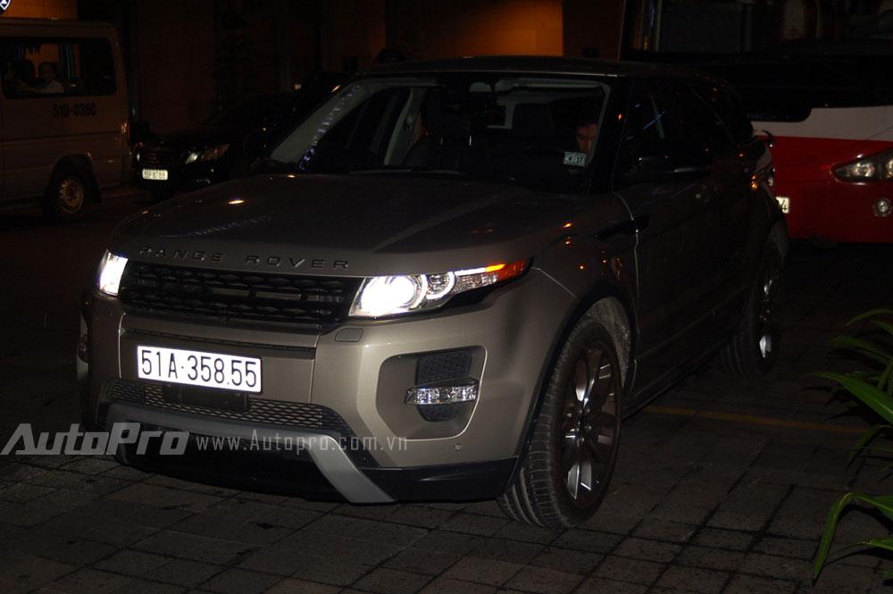Thêm một chiếc Range Rover Evoque khác.