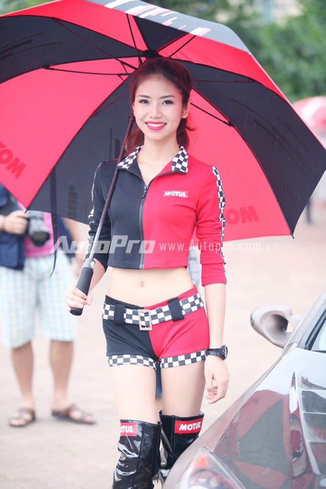 Nhung bong hong thu hut tai Motul Stunt Fest 2014