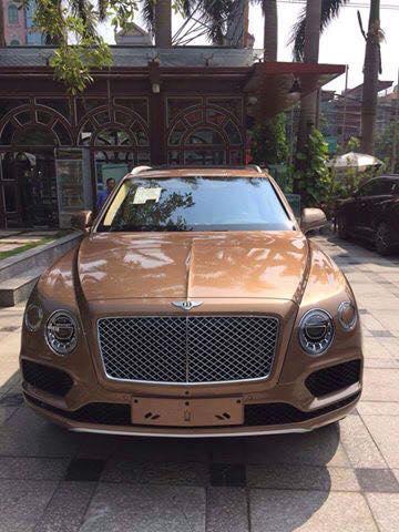 Bentley Bentayga chính hãng đầu tiên tại Việt Nam về tay đại gia Ninh Bình.