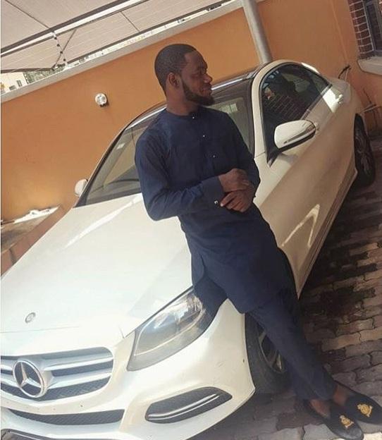 Hội con nhà giàu Nigeria cũng đua nhau khoe xe sang trên mạng - Ảnh 2.