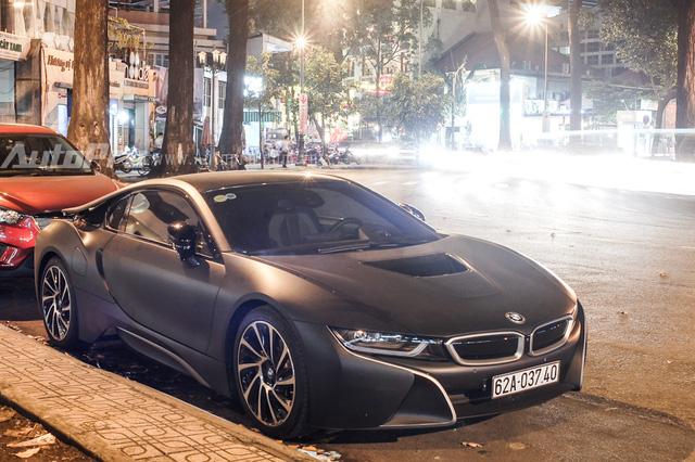BMW i8 màu đen nhám cùng các điểm nhấn màu bạc của tay chơi Long An.