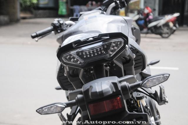 Phía đuôi xe nổi bật với đèn báo rẽ và đèn phanh đều sử dụng công nghệ LED.