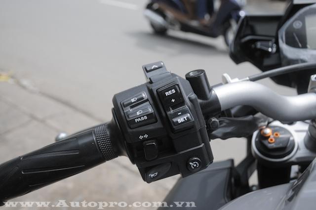 Bên cạnh đó là hệ thống kiểm soát hành trình, chỉ có tác dụng khi xe chạy ở số 4, 5 và 6.