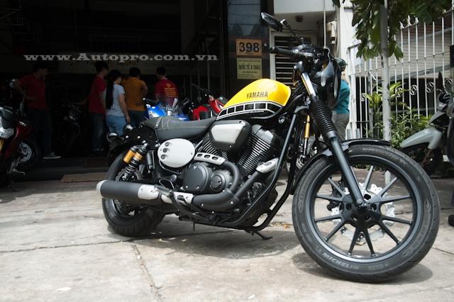 Sau bộ đôi YZF-R1 và XSR900, thành viên mới nhất trong gia đình Yamaha với bộ áo kỷ niệm 60 năm là XV950 cũng xuất hiện tại thị trường Việt Nam.