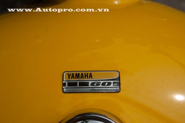 Ngoài ra, dòng chữ 60th Anniversary xuất hiện trên bình xăng có dung tích 12,1 lít hay bên hông xe, cũng là dấu hiệu nhận biết so với bản tiêu chuẩn.