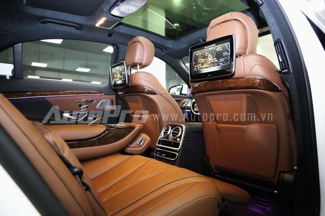 Touchpad hoàn toàn mới cho phép người lái dễ dàng điều khiển các thông số của xe qua bề mặt cảm ứng đa điểm. Người lái cũng có thể nhập chữ số hay ký tự trực tiếp lên touchpad. Trong khi đó, màn hình Splitview cho phép hiển thị 2 lớp hình ảnh chất lượng cao khác nhau ngay trên cùng một màn hình trung tâm. Hành khách phía trước có thể tận hưởng một bộ phim sống động trong khi người lái vẫn có thể theo dõi hệ thống định vị và dẫn đường GPS hay các thông số hoạt động của xe thông qua 2 góc nhìn khác nhau.