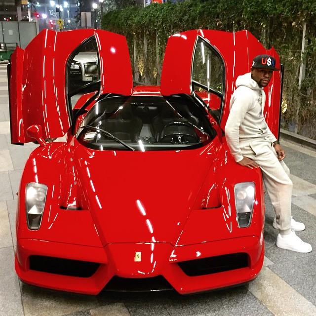 Hàng hiếm Ferrari Enzo cũng được Floyd Mayweather đưa về bộ sưu tập của mình. Tuy nhiên, chiếc siêu xe này hiện đã được bán cho người khác trước khi võ sỹ người Mỹ tậu Koenigsegg CCXR Trevita.