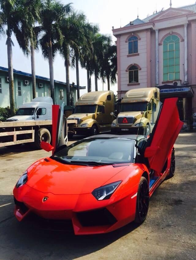 Chiếc xe tại Hải Phòng là siêu xe Lamborghini mui trần thứ 2 được đưa về Việt Nam. Chiếc đầu tiên thuộc là Lamborghini Murcielago LP640 mui trần.