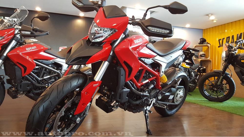 Cụ thế, khối động cơ L-Twin Testastretta với góc nghiêng 11 độ, dung tích 939 phân khối của bộ ba mô tô mới nhà Ducati tạo ra công suất tối đa 113 mã lực tại 9.000 vòng/phút và mô-men xoắn cực đại 98 Nm tại 7.500 vòng/phút. Ducati Hypermotard 939 và Hyperstrada 939 đều có 3 chế độ lái là Sport, Touring và Enduro. Đáp ứng tiêu chuẩn khí thải Euro 4.