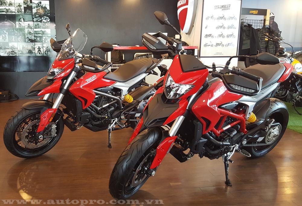 Ngay khi lô hàng những chiếc Ducati Hypermotard 939 và Hyperstrada 939 thuộc diện phân phối chính hãng đầu tiên xuất hiện tại Việt Nam, một biker đến từ Bình Dương đã nhanh tay bỏ ra 500 triệu Đồng để làm người bóc tem.