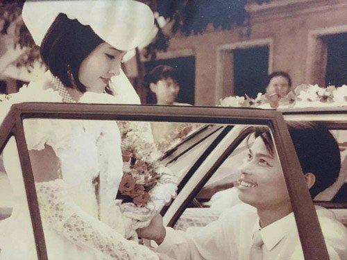 Cộng đồng mạng từng nở rộ trào lưu khoe ảnh cưới của bố mẹ, trong đó, nhiều hình ảnh ghi lại lễ rước dâu độc đáo của các cặp đôi ngày xưa.