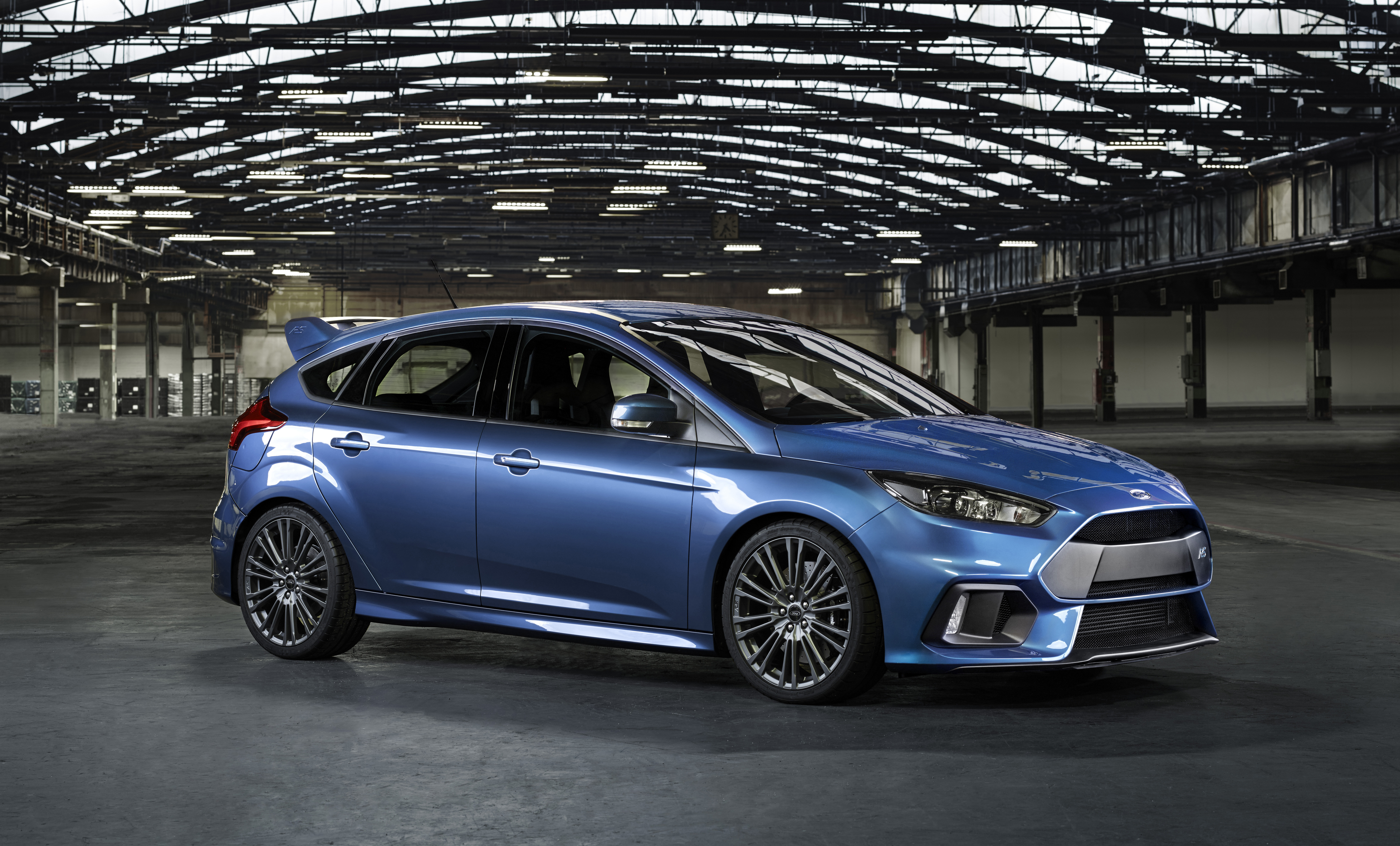 Mỗi động cơ xe Ford được sản xuất tại nhà máy Valencia đều được các chuyên gia lắng nghe động cơ kiểm tra lại trước khi lắp ráp.