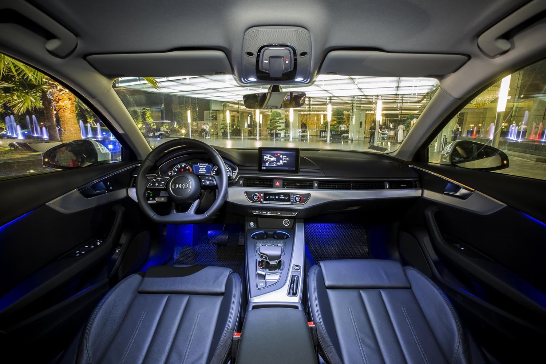 Hot girl Midu tậu xe mới Audi A4 2016 thay thế Honda Civic 8