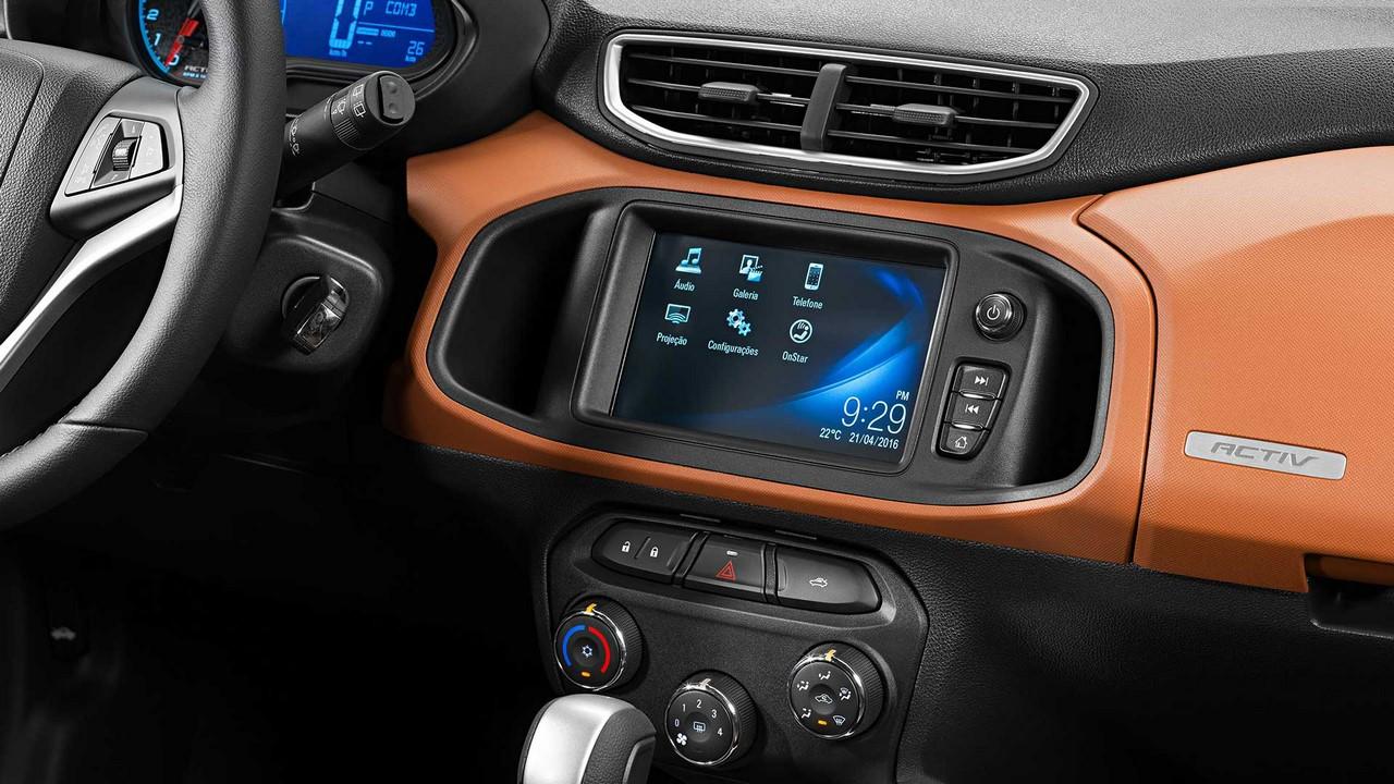 ... cùng hệ thống thông tin giải trí MyLink thế hệ thứ hai, tương thích 2 ứng dụng Apple CarPlay và Android Auto cho phép kết nối với điện thoại thông minh.