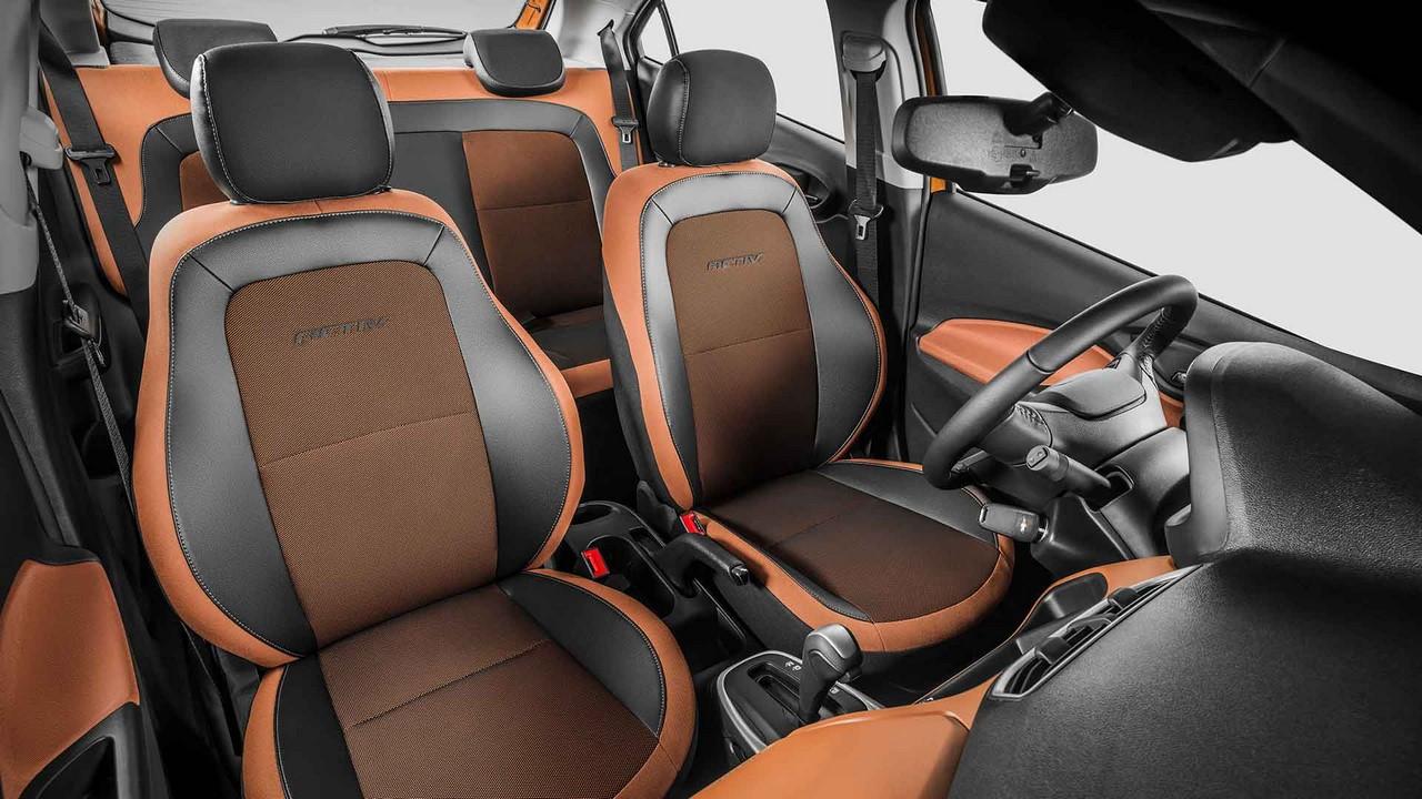 Giá bán của Chevrolet Onix Activ số sàn là 57.190 Real, tương đương 391 triệu Đồng. Trong khi đó, phiên bản số tự động có giá 64.540 Real, tương đương 441 triệu Đồng.