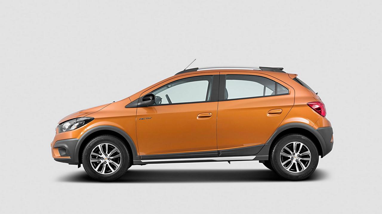 Về cơ bản, Chevrolet Onix Activ là phiên bản mang kiểu dáng crossover của mẫu xe Onix 2017 tại thị trường Brazil.