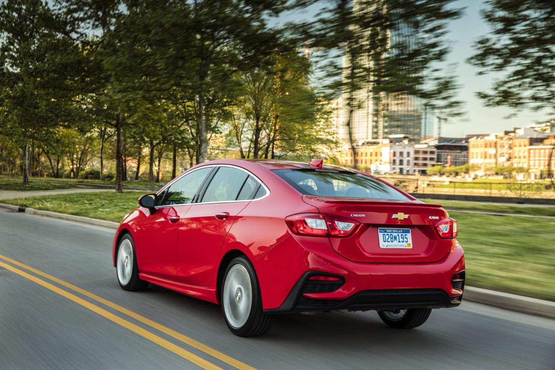 Đặc biệt, dù phiên bản mới đã ra mắt nhưng những mẫu xe Chevrolet Cruze cũ vẫn tiếp tục được bán song song tại thị trường Trung Quốc.