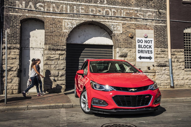 Tại thị trường Trung Quốc, Chevrolet Cruze 2017 có tên riêng là XL nhằm phân biệt với các phiên bản cũ đồng thời thể hiện sự tăng kích thước so với trước.