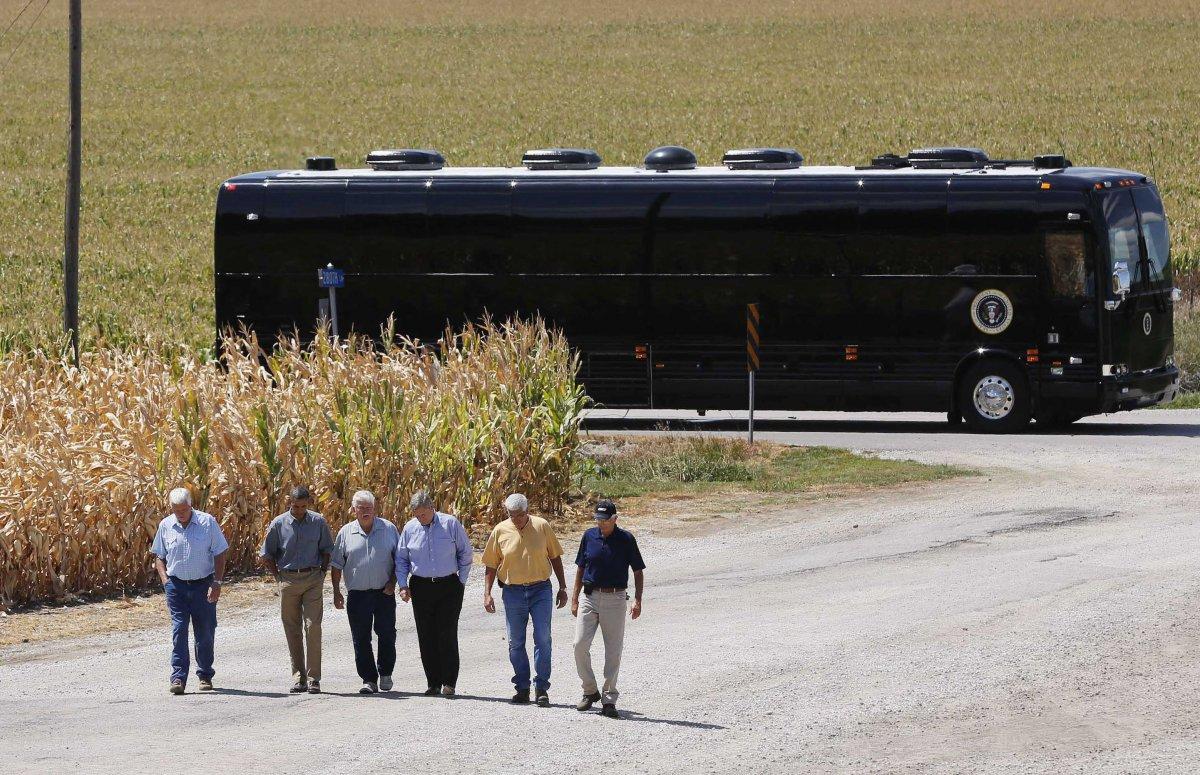Ground Force One là chiếc xe buýt dài 13,7 mét, do lực lượng Mật vụ Mỹ thiết kế đặc biệt, dành riêng cho Tổng thống Mỹ.