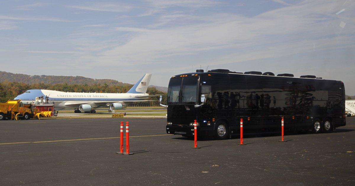 Ground Force One cũng giúp khâu tổ chức hậu cần trở nên dễ dàng hơn. Tổng thống có thể lập tức chuyển từ máy bay Air Force One sang Ground Force One.