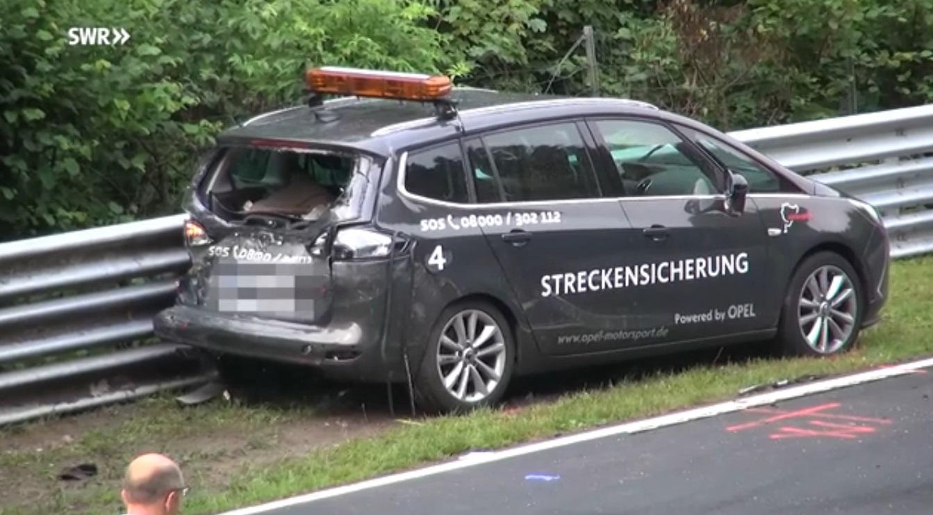 Chiếc xe an toàn Opel Zafira của nhân viên đường đua.
