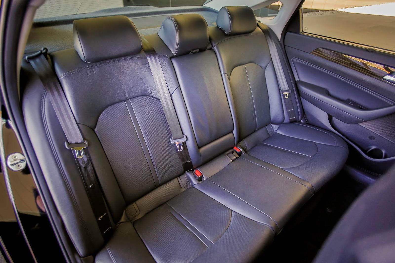 Cuối cùng là động cơ xăng Theta II, tăng áp, dung tích 2.0 lít, tạo ra công suất tối đa 245 mã lực và mô-men xoắn cực đại 352 Nm dành cho Hyundai Sonata 2017 bản cao nhất. Sức mạnh được truyền tới bánh thông qua hộp số tự động Shiftronic 6 cấp.