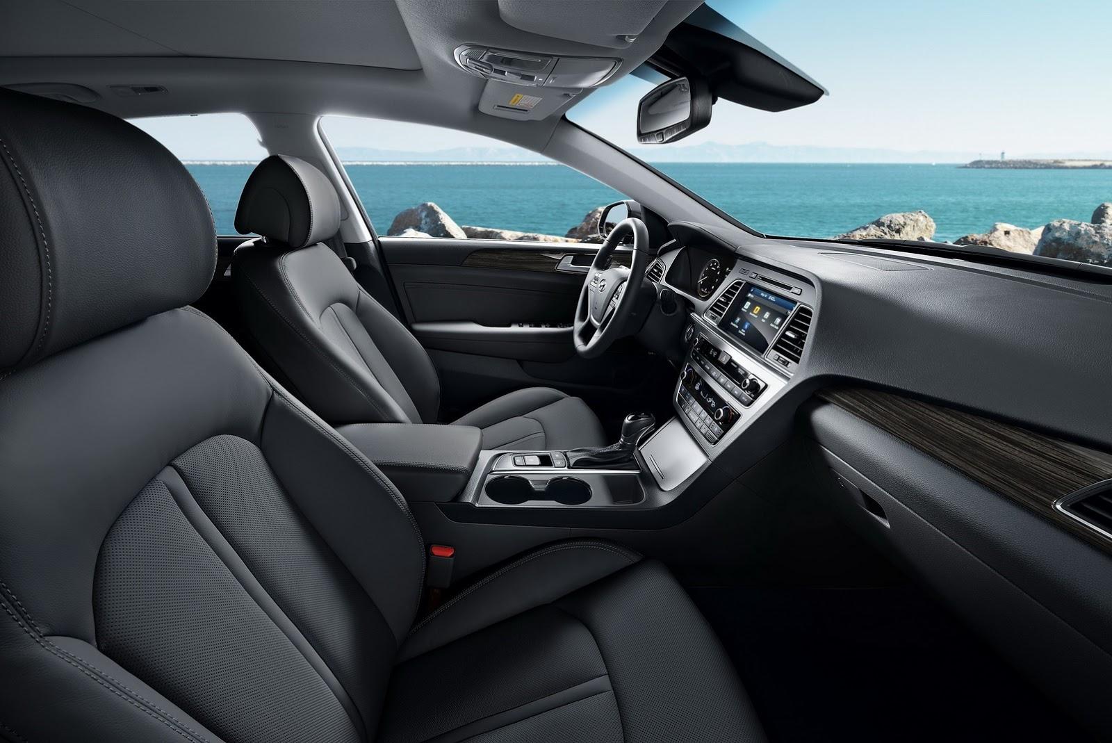 Ngoài hệ thống đèn bẻ theo góc cua linh hoạt mới kể trên, Hyundai Sonata 2017 còn được trang bị phanh khẩn cấp tự động, kiểm soát hành trình, cảnh báo chuyển làn đường, hỗ trợ đèn pha tự động, hỗ trợ lùi đỗ xe và phát hiện điểm mù.