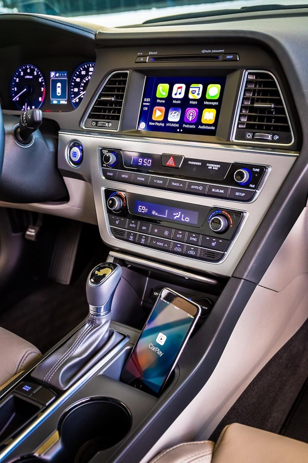 Trong khi đó, các trang thiết bị tùy chọn của đối thủ dành cho Toyota Camry và Honda Accord là nắp cốp thông minh mở rảnh tay, màn hình định vị 8 inch, ứng dụng Apple CarPlay cũng như Android Auto, phanh đỗ xe điện tử cùng hệ thống viễn tin Blue Link.