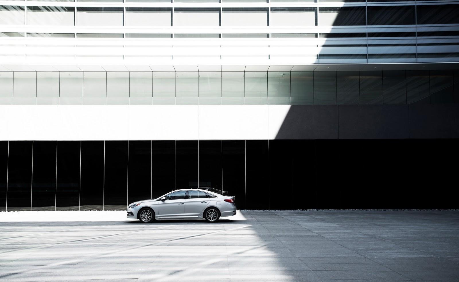 Trong khi đó, Hyundai Sonata Eco 2017 được trang bị động cơ xăng Gamma, tăng áp, dung tích 1,6 lít có công suất tối đa 178 mã lực. Động cơ này kết hợp với hộp số ly hợp kép 7 cấp.