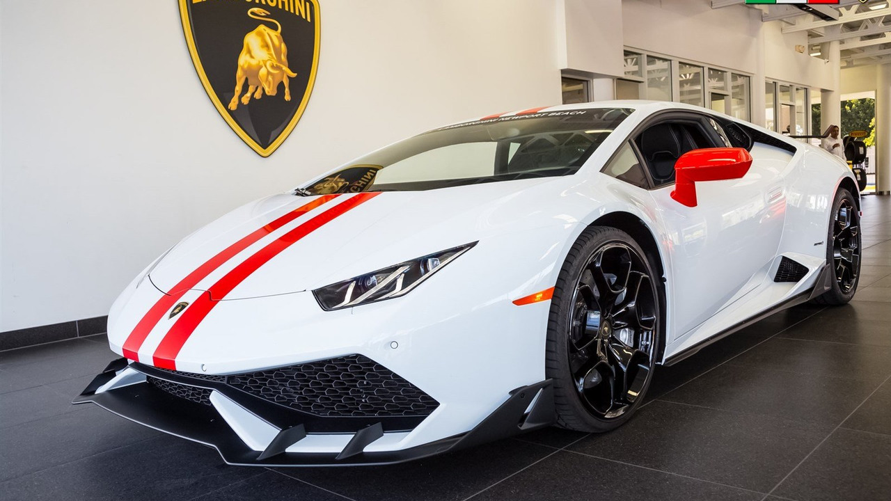 Hình ảnh do đại lý Lamborghini Newport Beach tung ra cho thấy một Huracan ấn tượng hơn hẳn.