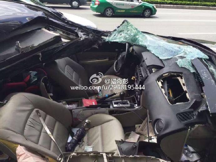 Chiếc Mazda tại hiện trường vụ tai nạn.