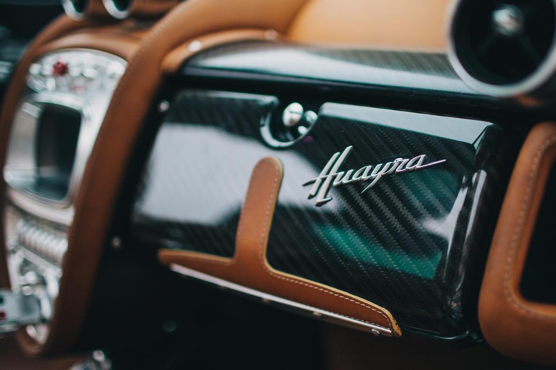 Tên gọi của mẫu siêu xe này bắt nguồn từ Aymara Huayra Tata, thần gió trong truyền thuyết của người Nam Mỹ. Cái tên này có vẻ khó phát âm nhưng lại rất phù hợp với siêu xe Pagani Huayra vốn nhanh như gió.