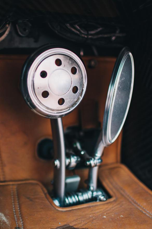 Thiết kế của bàn đạp có thể là chi tiết không được nhiều người lái chú ý đến. Thế nhưng, ngay cả bàn đạp của Huayra cũng được hãng Pagani chăm chút cẩn thận và có cá tính riêng.