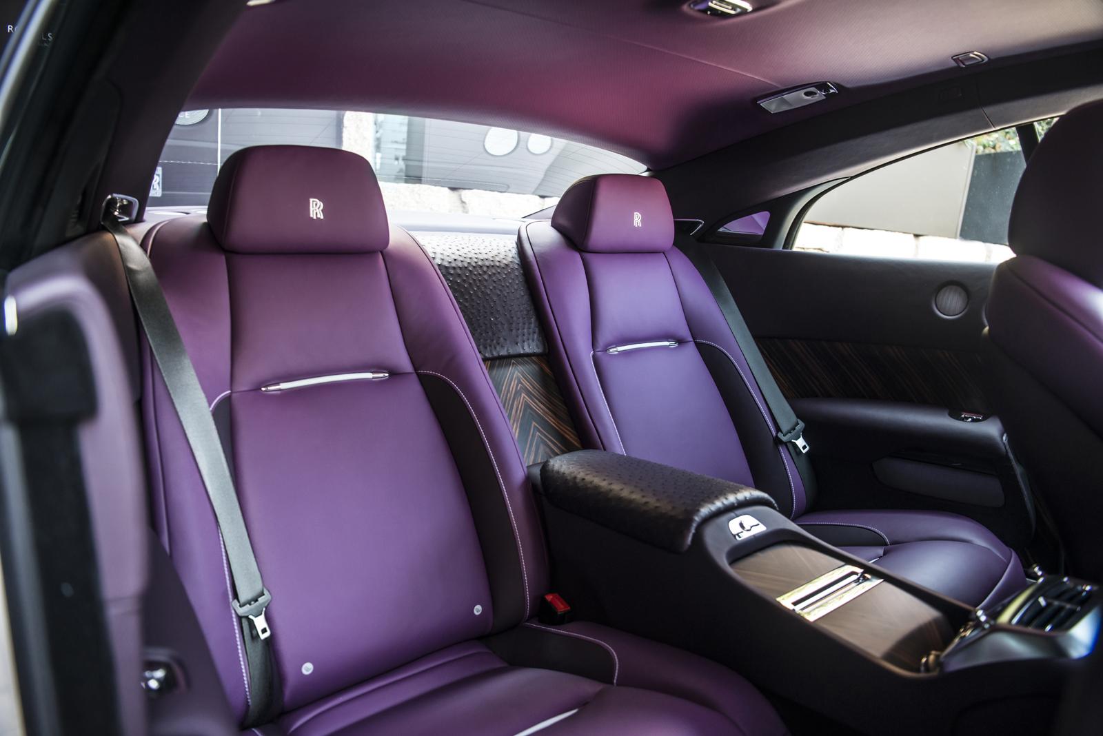 Nội thất màu tím lạ mắt của Rolls-Royce Wraith phiên bản đặc biệt.