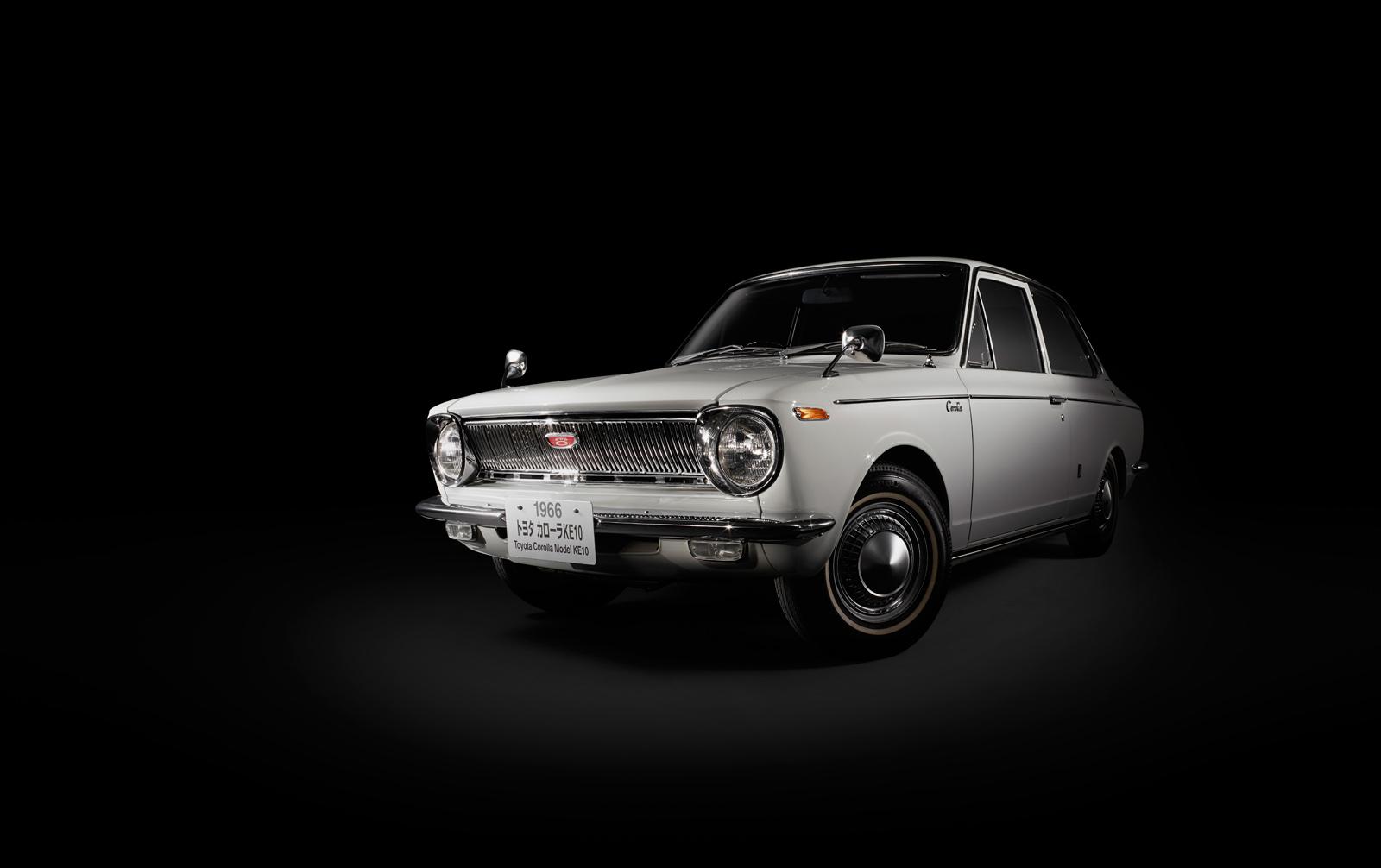 ... Toyota Corolla thế hệ đầu tiên ra mắt vào năm 1966.