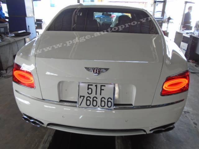 Tại thị trường Việt Nam, Bentley Flying Spur V8 có giá 10 tỷ Đồng.