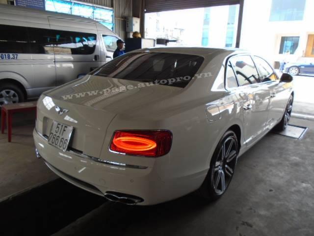 Bentley Flying Spur V8 với biển số tứ quý6 đẹp mắt.
