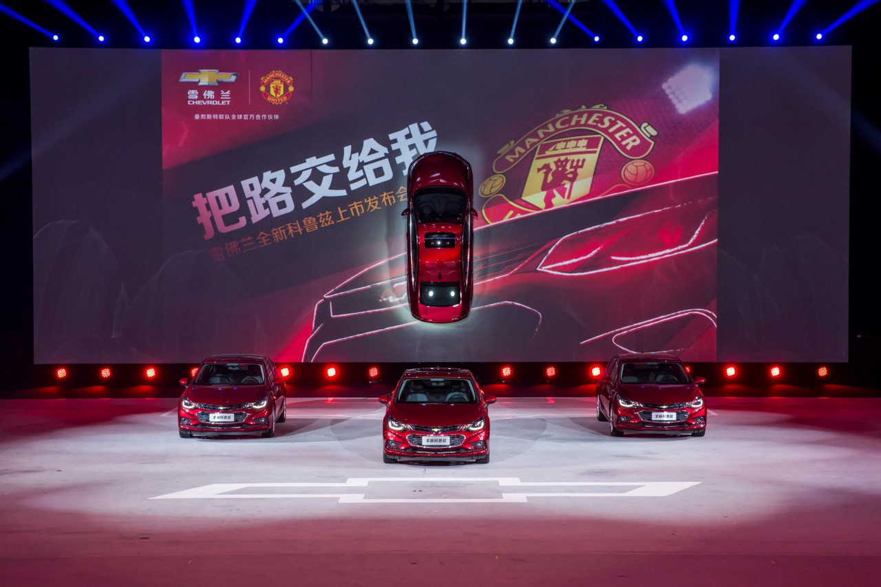 Vào đầu tuần vừa qua, hãng Chevrolet đã chính thức giới thiệu mẫu sedan cỡ nhỏ Cruze 2017 với người tiêu dùng Trung Quốc. Nhắm đến khách hàng trẻ tuổi tại thị trường ô tô lớn nhất thế giới, Chevrolet Cruze 2017 đã trình làng trong một sự kiện được tổ chức khá hoành tráng.