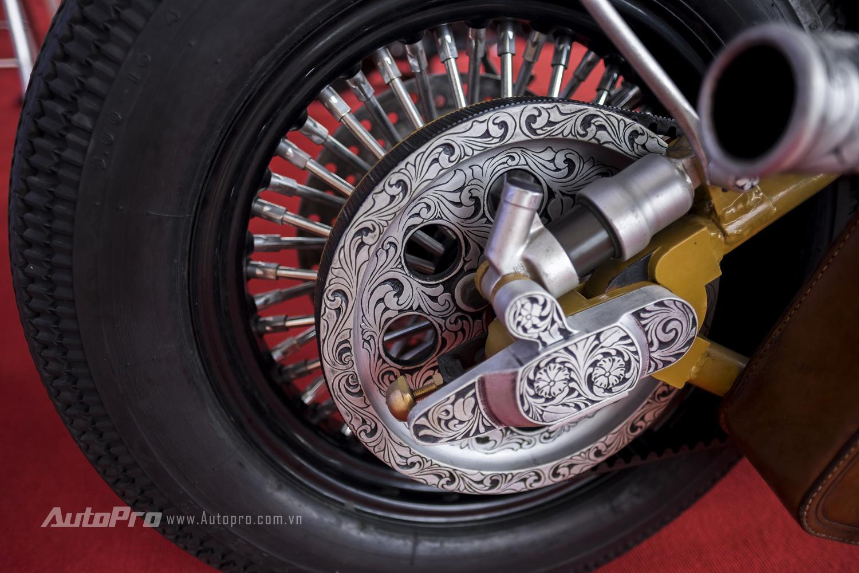 Chiếc xe sử dụng phương thức truyền động bằng dây cu-roa đặc trưng của dòng Harley-Davidson