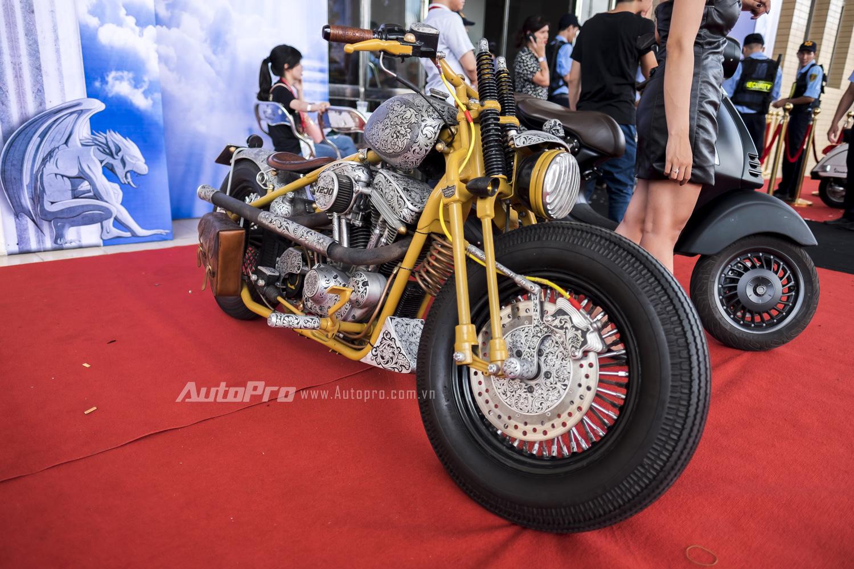 Chiếc xe độ bobber này được chế tạo từ một Harley-Davidson Sportster.