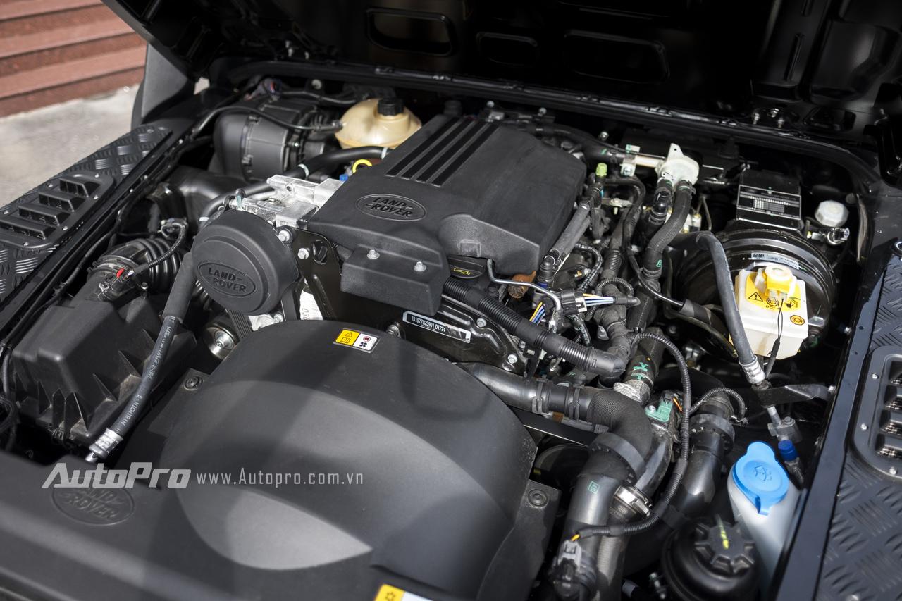 Land Rover Defender 1948-2015 X-Spec Edition được trang bị động cơ dầu 4 xy-lanh thẳng hàng, dung tích 2,2 lít cho công suất tối đa 120 mã lực và mô-men xoắn cực đại 360 Nm tại vòng tua 2.000 vòng/phút. Xe có khả năng tăng tốc từ 0-100 km/h trong 17 giây trước khi đạt tối đa 145 km/h.