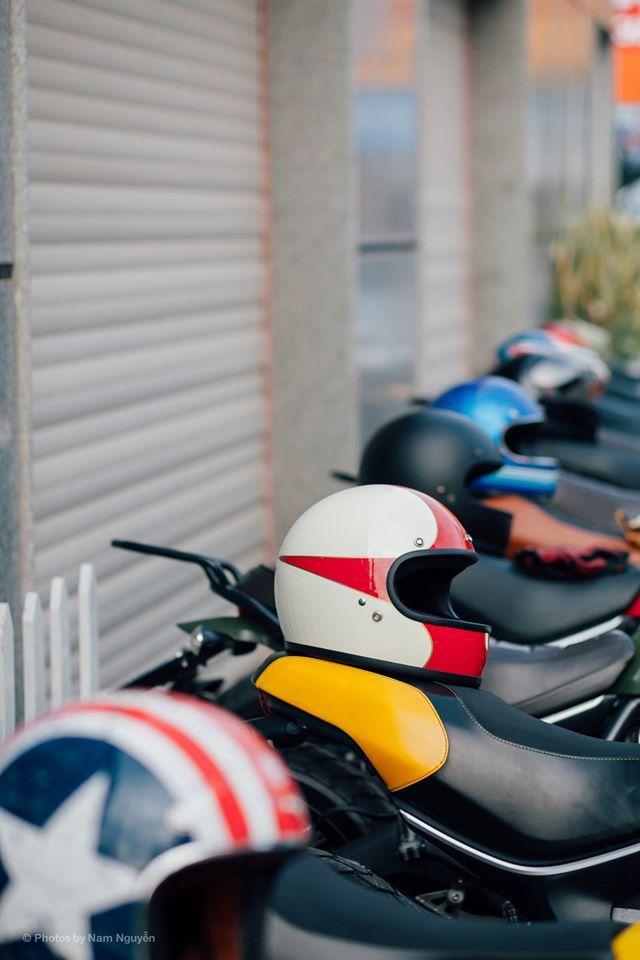 Không quên luật lệ giao thông trong ngày vui, các thành viên của câu lạc bộ chuẩn bị đầy đủ mũ bảo hiểm để đảm bảo an toàn nhất có thể.