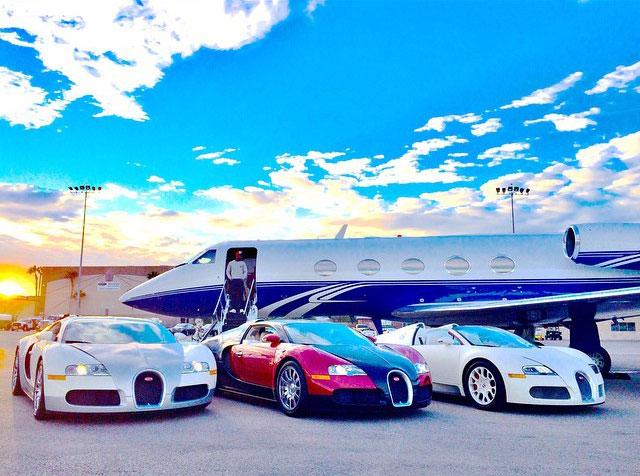 Bộ sưu tập 4 chiếc siêu xe Bugatti Veyron của võ sỹ triệu phú.