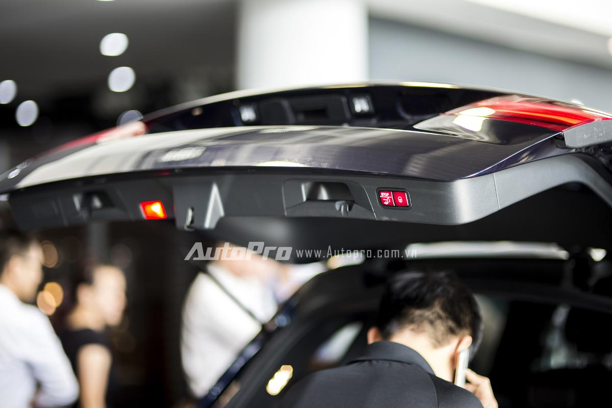 Mercedes-Benz GLC 300 được trang bị cửa khoang hành lý tự động đóng mở với 1 nút bấm khá thuận tiện.