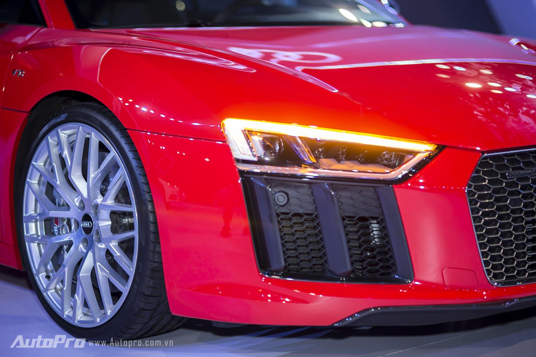 Công nghệ đèn chiếu sáng full-LED cũng không thể thiếu trên siêu phẩm Audi R8 V10 Plus.