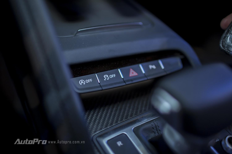Hệ thống nút bật tắt các tính năng Auto Start/Stop và tắt hệ thống chống trơn trượt.