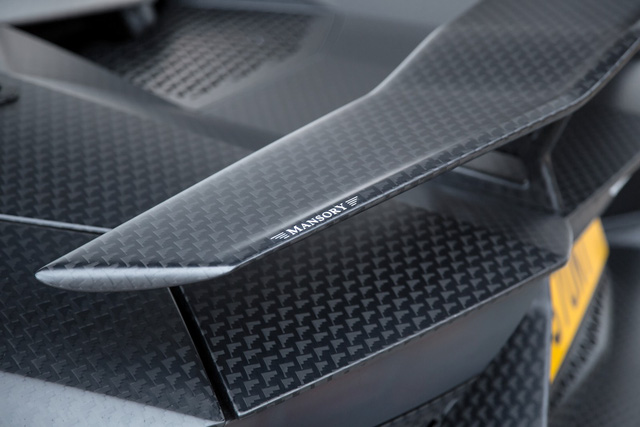 Sức mạnh mới giúp siêu xe độ của tỷ phú James Stunt tăng tốc từ 0-100 km/h trong 2,7 giây và đạt vận tốc tối đa 354 km/h. Hai con số tương ứng của Lamborghini Aventador SV nguyên bản là 2,8 giây và 350 km/h.