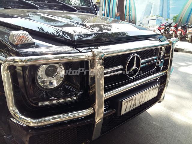 Mercedes-Benz G63 AMG được giới thiệu lần đầu tiên vào năm 2012. Hai năm sau đó, ông vua địa hình được phân phối chính hãng tại Việt Nam với mức giá 7,1 tỷ Đồng. Đầu xe nổi bật với thiết kế hình hộp vuông vức và góc cạnh đã có từ 35 năm qua trên các dòng Mercedes-Benz G-Class.