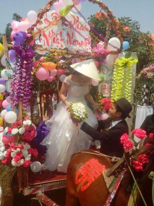 Đám rước dâu bằng xe ngựa kéo tại Hà Tĩnh.