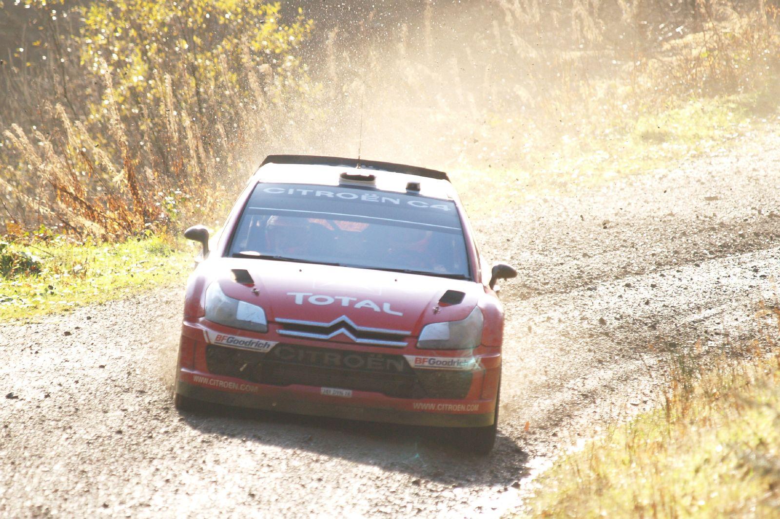 Sebastien Loeb cùng chiếc Citroen C4 WRC tại giải đua Wales Rally GB 2007.